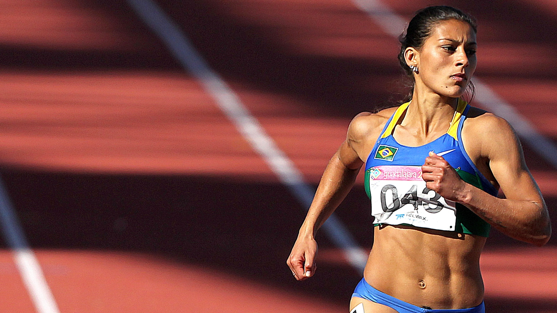 Ana Claudia Lemos corre na preliminar dos 200 m rasos, durante o terceiro dia do atletismo na pista do Pan de Guadalajara