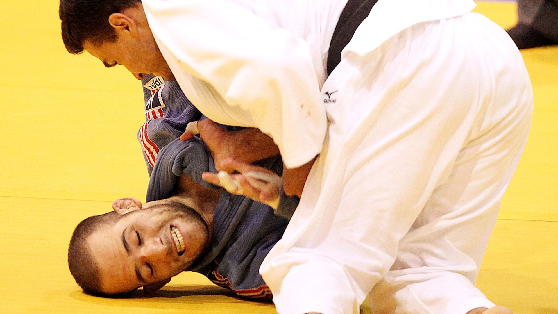 Leandro Guilheiro aplica ippon no porto-riquenho Gabriel Miranda para conquistar o ouro no Pan de Guadalajara (27/10/2011)