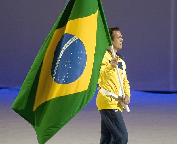 Diego Hyplito foi o porta-bandeira do Brasil na cerimnia de encerramento do Pan, aps seus trs ouros