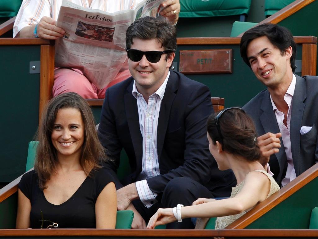 Pippa Middleton, irmã da duquesa britânica Catherine Middleton, acompanha a partida entre Maria Sharapova e Agnieszka Radwanska em Roland Garros (30/05/2011)