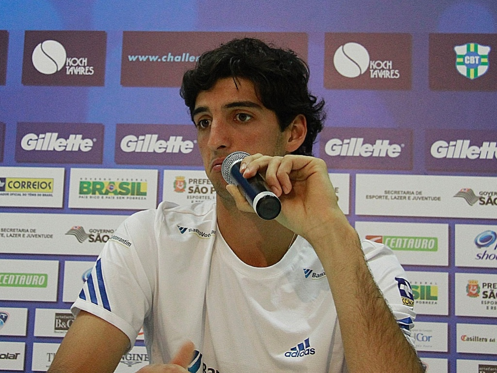 Thomaz Bellucci concede entrevista coletiva antes do sorteio dos grupos do ATP Challenger Finals em So Paulo (14/11/2011)