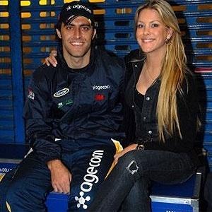 Renata Fan posa ao lado do namorado Átila Abreu
