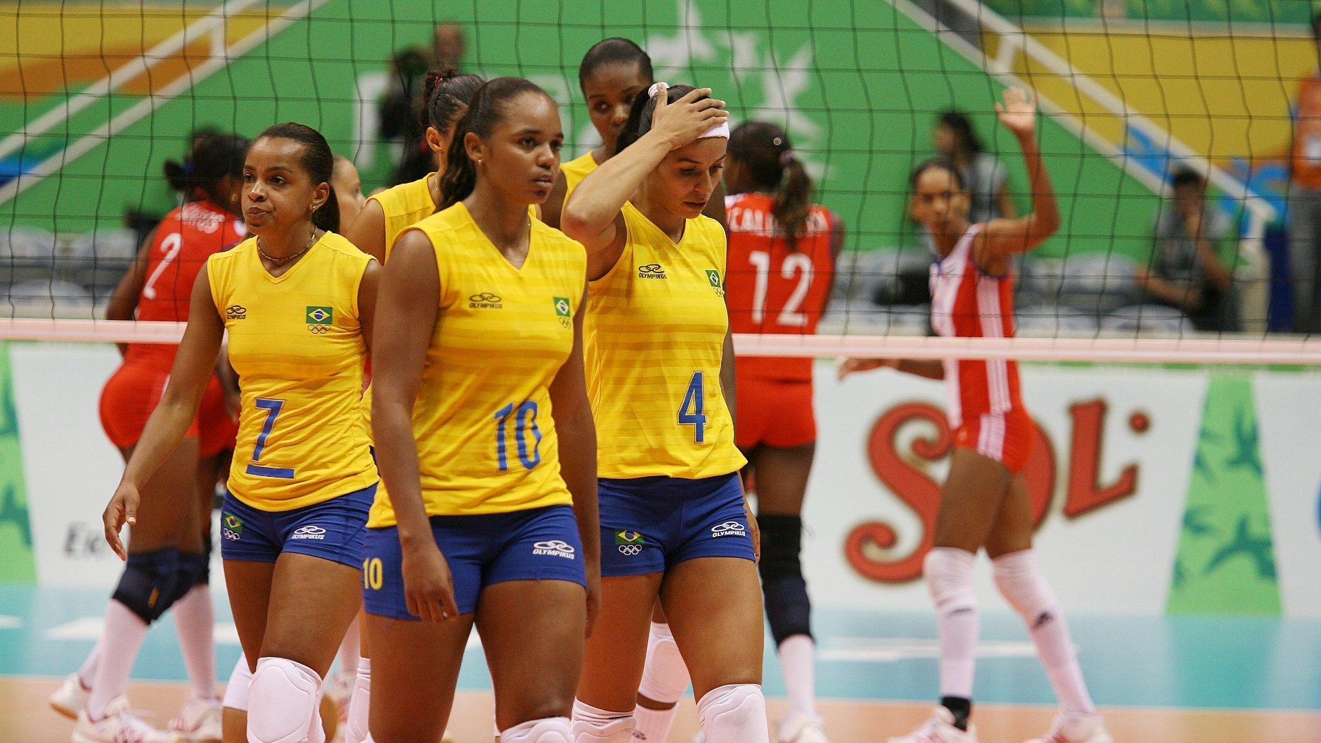 Jogadoras do Brasil lamentam derrota para Cuba na final do vlei feminino do Pan 2007