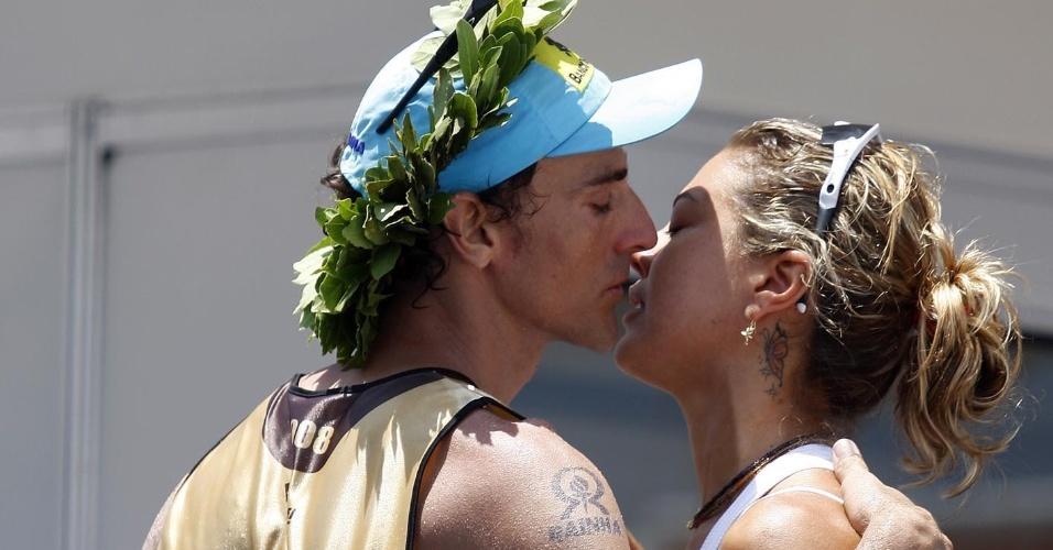 Emanuel, do vôlei de praia, beija Leila, ex-jogadora de vôlei de quadra