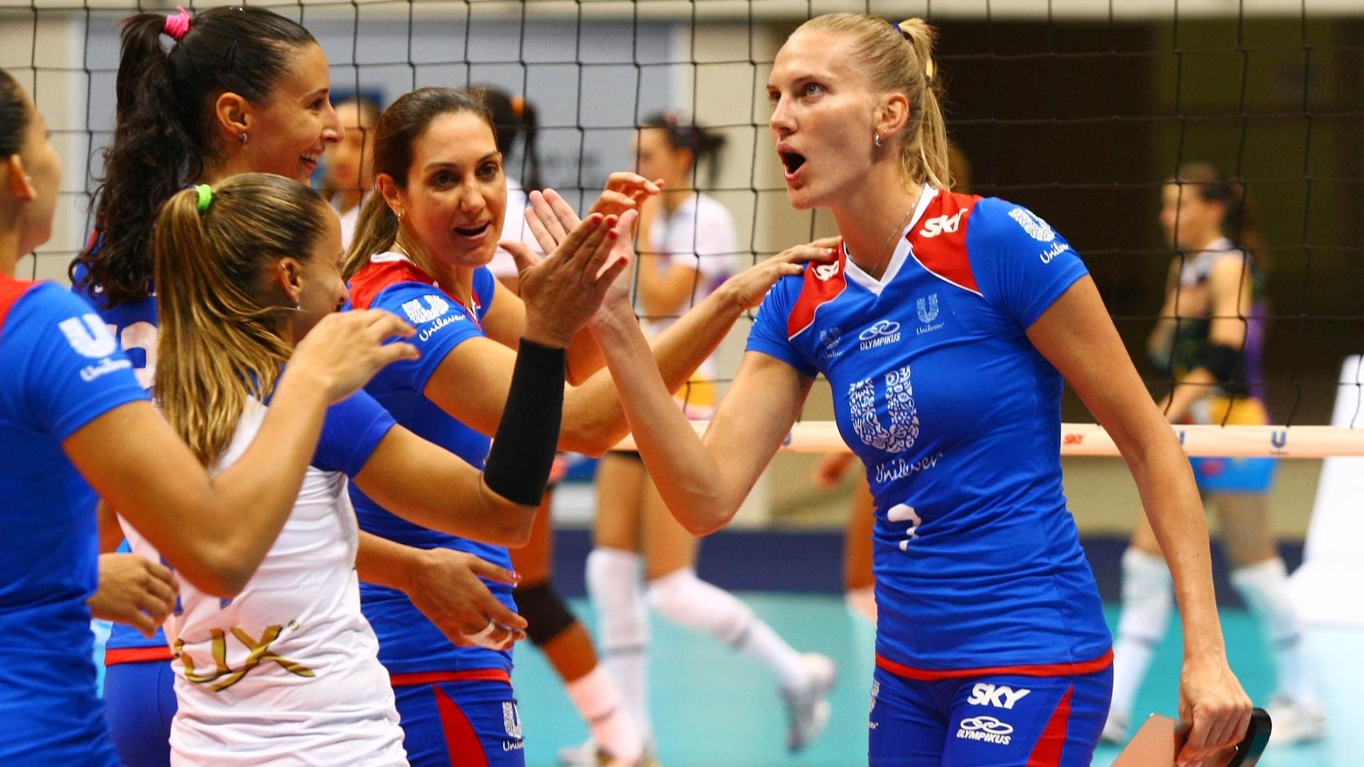 Mari é eleita a melhor jogadora da vitória da Unilever sobre o Vôlei Futuro (24/01/2012)