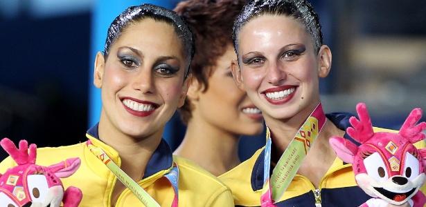Lara Teixeira e Nayara Figueira comemoram o bronze conquistado no dueto do nado