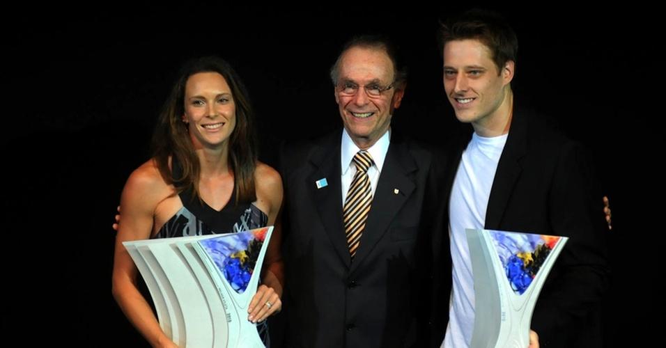 Ao lado de Carlos Arthur Nuzman (c), Fabiana Murer (e) e Murilo são eleitos os melhores do ano no Prêmio Brasil Olímpico