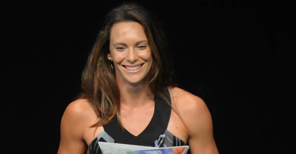 Fabiana Murer recebe o troféu de atletismo no Prêmio Brasil Olímpico