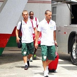 Jogadores da Portuguesa seguem viagem para o Paraná