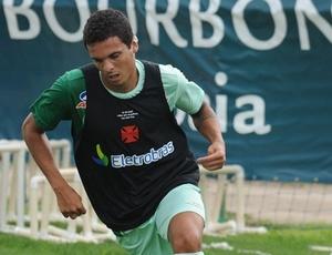 Barrado do time titular e insatisfeito no clube, lateral-esquerdo Ramon está fora do Vasco