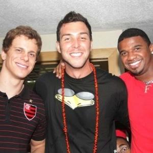 Cesar Cielo, Baby e o goleiro Felipe curtem o baile do Vermelho e Preto no Rio