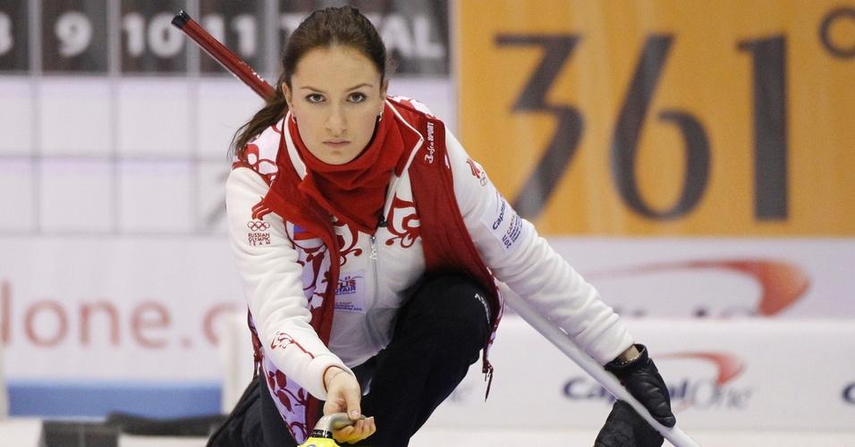 Anna Sidorova, musa russa do curling, disputa o Mundial da modalidade