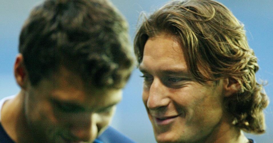 Totti e Vieri nos tempos de seleção. Agora, eles dividem as notícias policiais