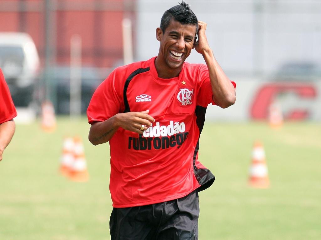 Leonardo Moura, lateral do Flamengo, usa o moicano desde os tempos de São Paulo