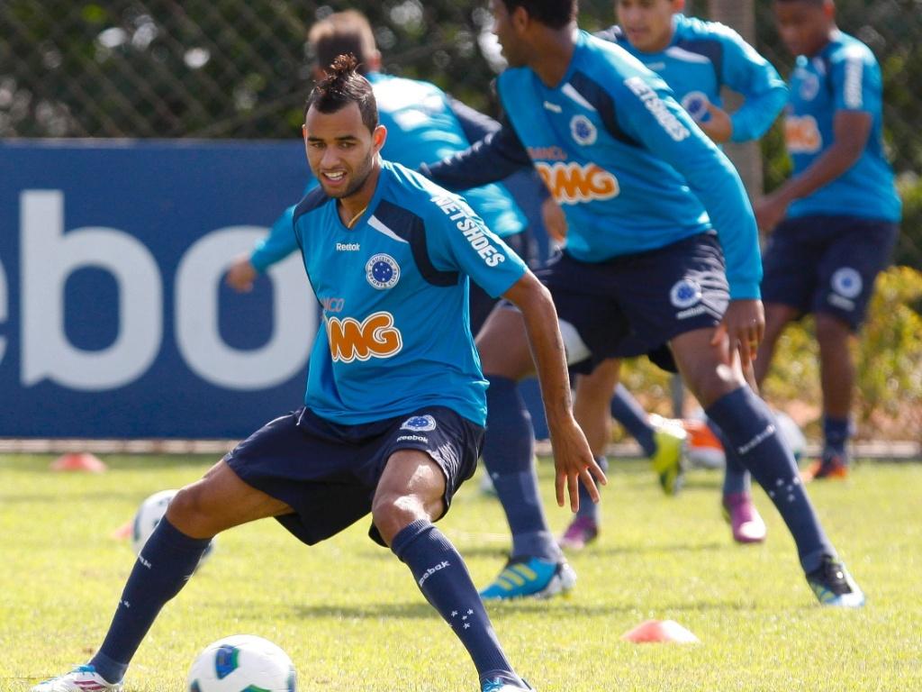 Pablo, volante do Cruzeiro, durante treino na Toca da Raposa