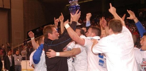 Jogadores do Milwakee Wave comemoram título da liga de futebol indoor dos EUA