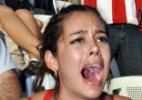 Bendito celular: A paraguaia Larissa Riquelme se tornou a musa do Mundial graças ao seu celular guardado em local estratégico.