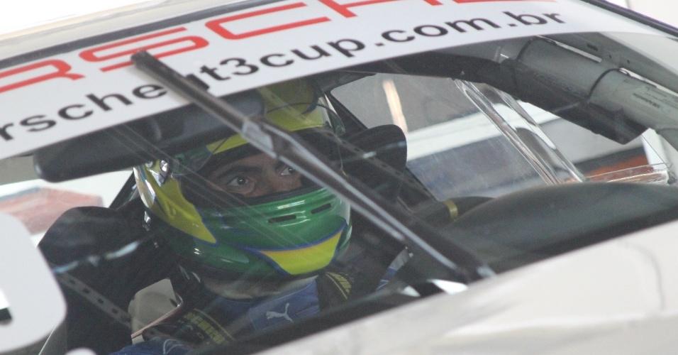 Rodrigo Pessoa se aventura em corrida de carro. Por enquanto, ele se sai melhor com os cavalos