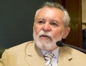 """Eliomar Correa, vereador que pediu a abertura da CPI: """"Ninguém é contra a realização da Copa e das Olimpíadas. Mas não podemos aceitar que casas sejam demolidas sem que os moradores tenham direito a defesa prévia e indenizações justas."""""""