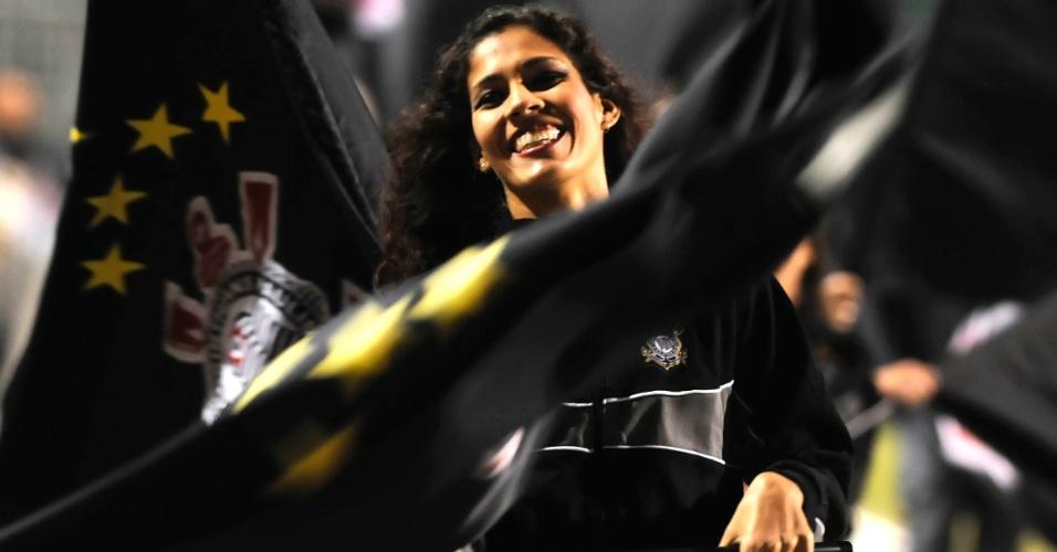 Cheerleaders do Corinthians fazem apresentação no Pacaembu antes de partida contra o Vasco (06/07/11)