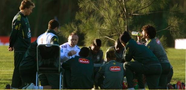 Mano iniciou dois treinos com a mesma equipe que empatou com a Venezuela