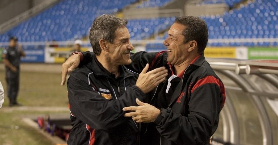 Antes da partida, Carpegiani é só sorrisos ao cumprimentar Luxemburgo; Flamengo levou a melhor sobre o São Paulo e venceu por 1 a 0