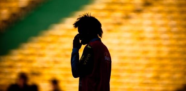 Mano diz que Neymar tem sofrido com a marcação e precisa soltar a bola rapidamente