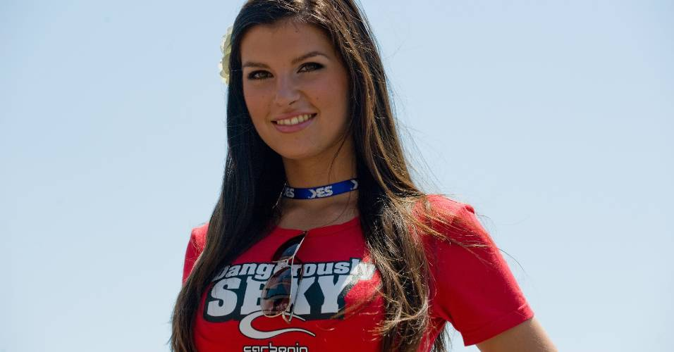 Grid Girl aparece antes de etapa do Mundial de Superbike em Brno, na República Tcheca