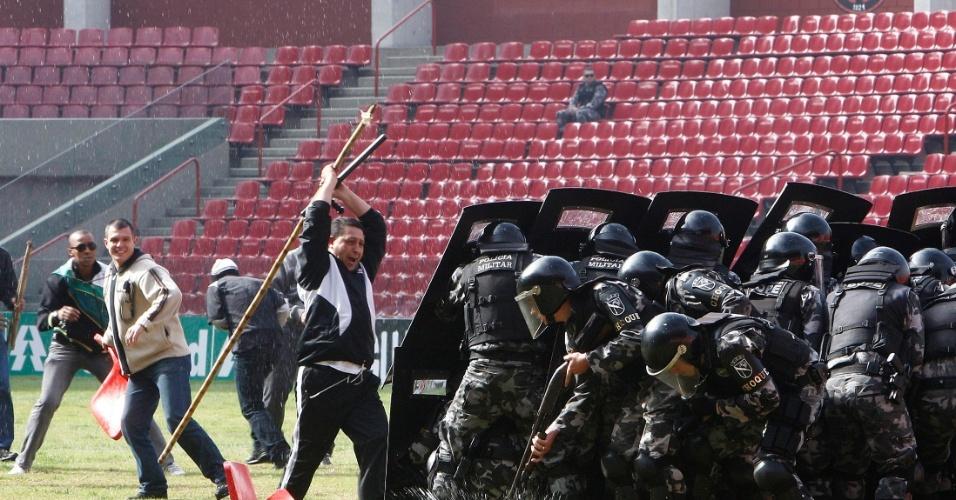 A Arena do Atlético Paranaense foi palco de uma operação policial simulada na manhã desta quarta-feira
