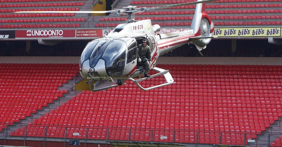 Entre as ações realizadas pelos policiais estavam rapel, simulação de prisões e invasão de gramado por torcedores, além de salvamentos e deslocamento de vítimas por helicóptero