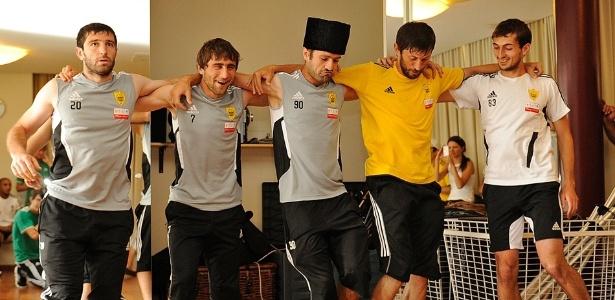Jogadores do Anshi se divertiram mem aula de Iezginka, dança tradicional da Rússia