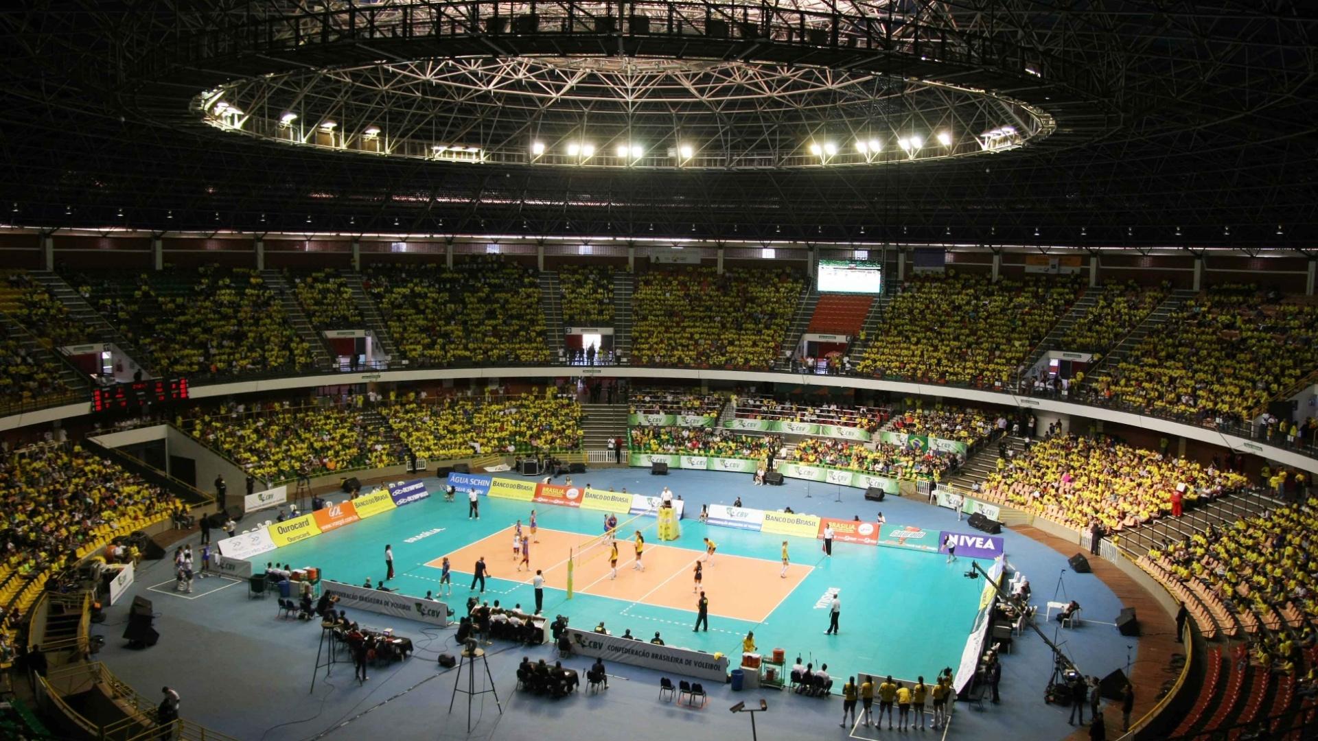 Ginásio Nilson Nelson, em Brasília, recebeu duelo entre Brasil e Itália pela Copa Internacional de vôlei feminino