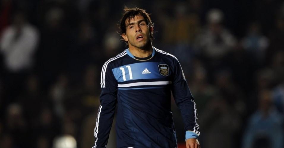Tevez perde pênalti, o único para a Argentina, mas o suficiente para a equipe da casa ser eliminada pelo Uruguai nas quartas de final