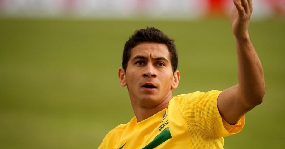 Ganso gesticula durante o jogo contra o Paraguai pelas quartas de final da Copa América (17/07/2011)