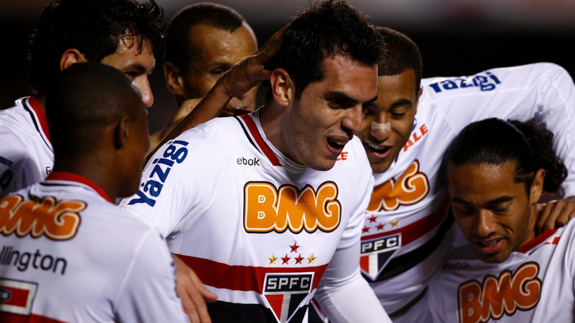 Jogadores do São Paulo comemoram gol que abriu o marcador