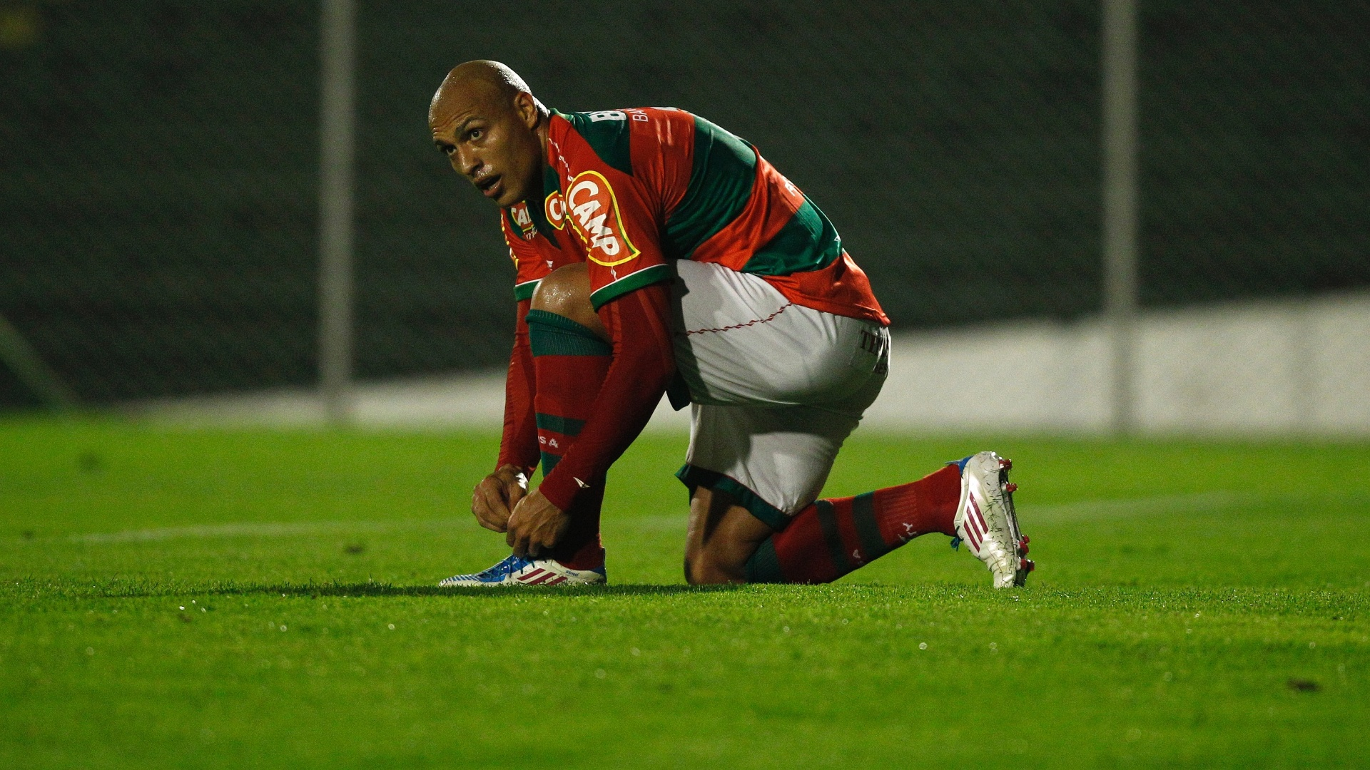 Edno, artilheiro da Portuguesa na Série B, com oito gols, não conseguiu marcar diante do Americana