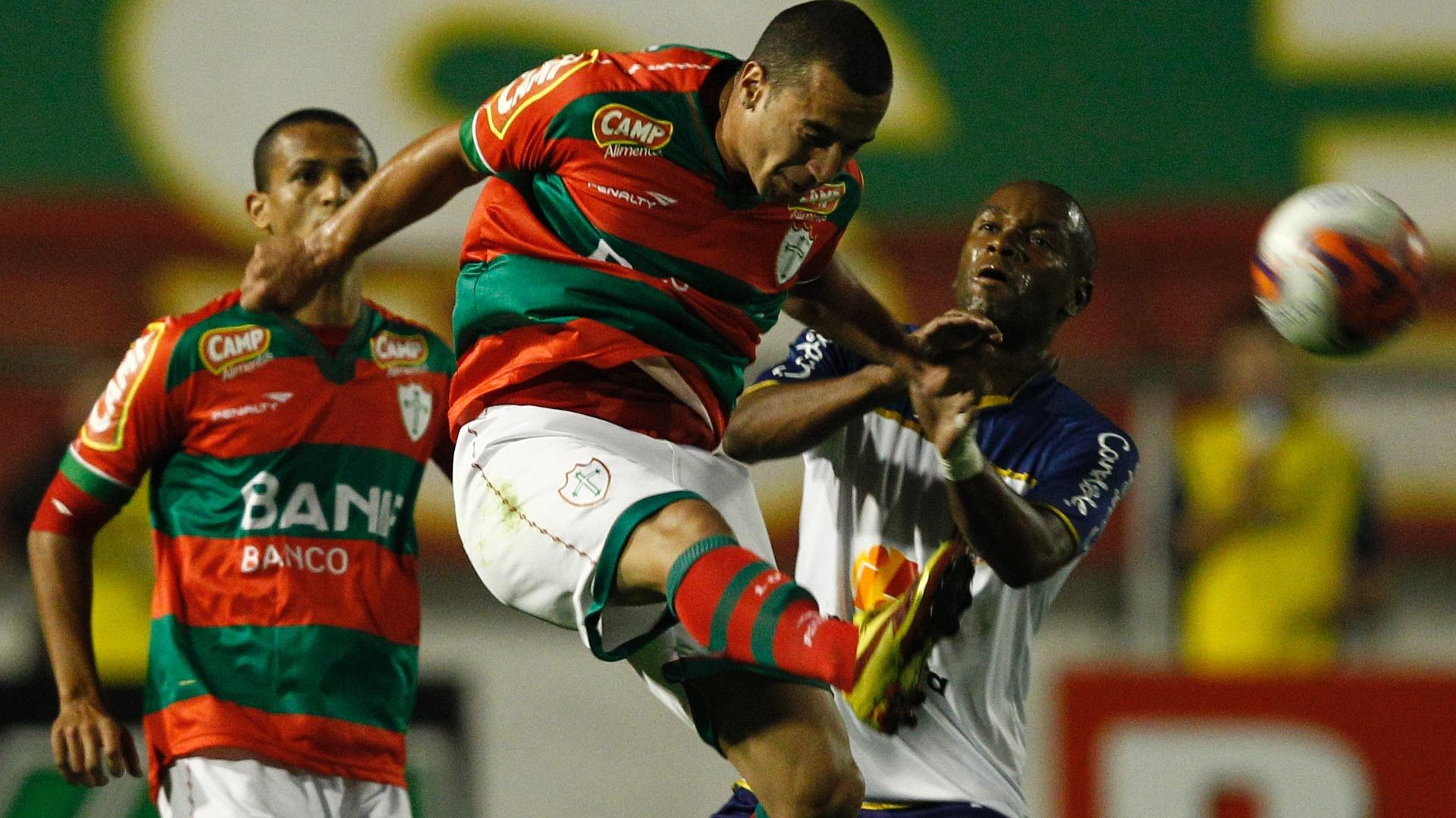 Guilherme e a Portuguesa bem que tentaram, mas não saíram do zero na partida contra o Americana, no Canindé (26/07/2011)