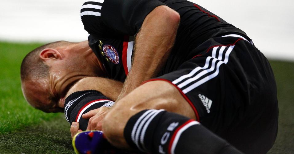 Robben sofre falta dura durante o jogo entre Bayern de Munique e Milan (26/07/11)