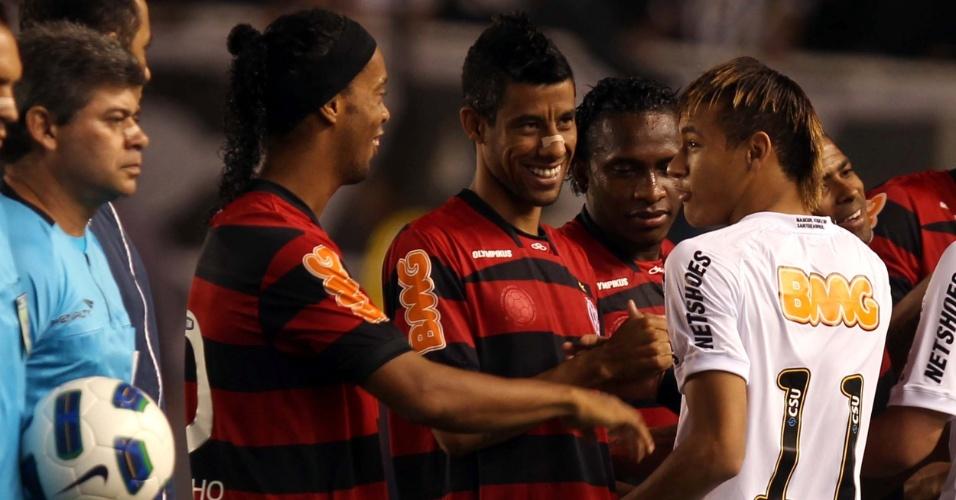Neymar exibe novo penteado na Vila Belmiro e jogadores do Flamengo tiram sarro do santista. Na internet, o visual de Neymar também já repercute, comparando o atacante com a sambista Mart'nália e criando o Neymartnália