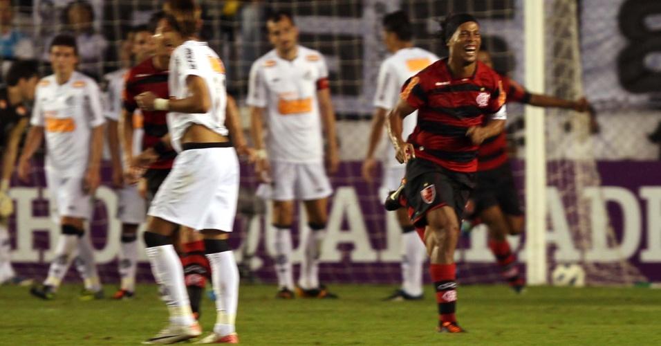 Ronaldinho Gaúcho vibra muito com gol de falta, que empatou o jogo em 4 a 4 na Vila