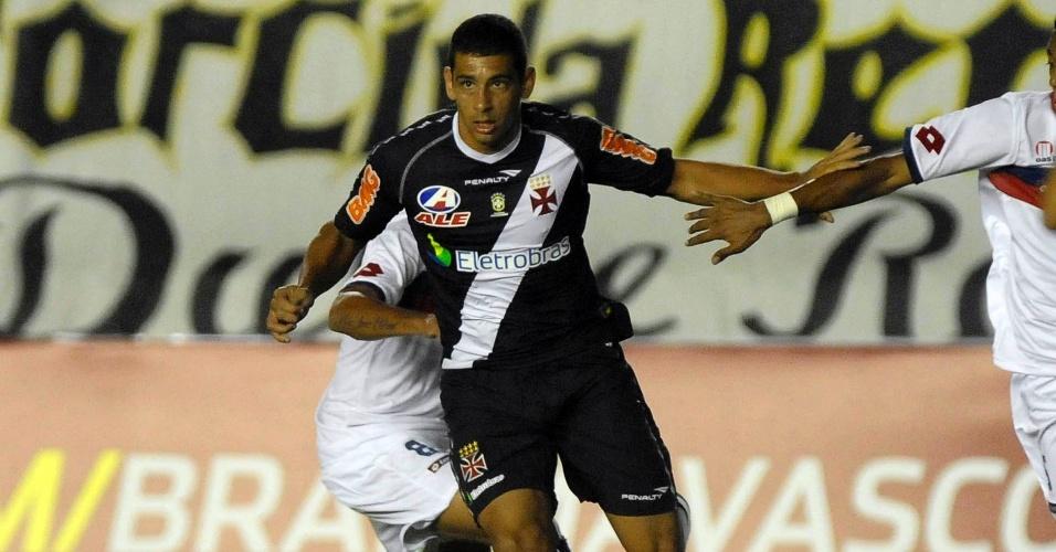 Diego Souza em ação na partida do Vasco contra o Bahia; equipe carioca conseguiu empate em 1 a 1 no fim do jogo