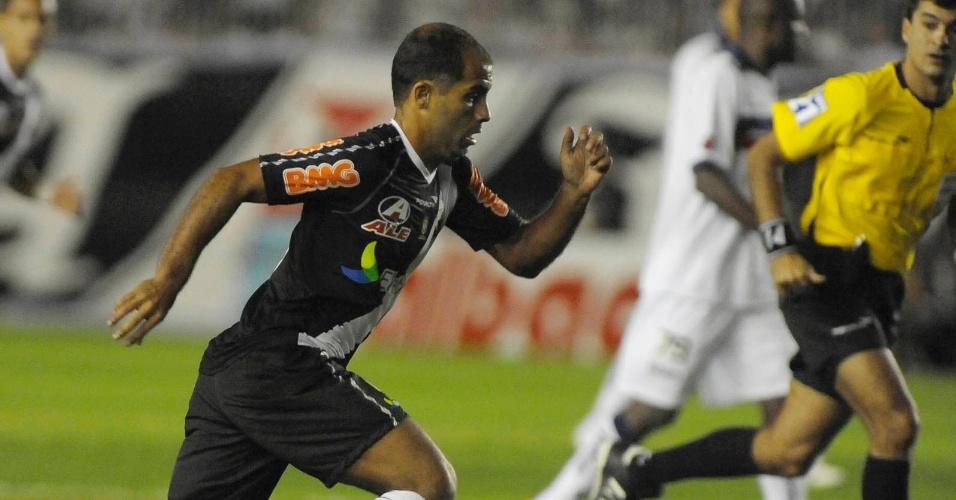 Felipe tenta organizar ataque do Vasco, que encarou o Bahia e sofreu para arrancar o empate no último lance