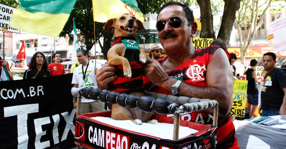 Flamenguista participa de manifestação contra Ricardo Teixeira no Rio de Janeiro (30/07/2011)