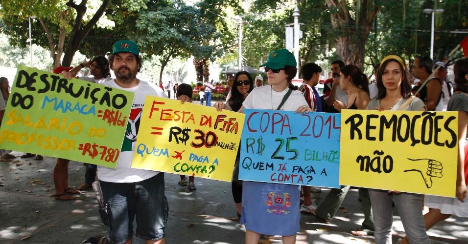 Manifestantes participam de protesto contra Ricardo Teixeira no Largo do Machado, no Rio de Janeiro (30/07/2011)