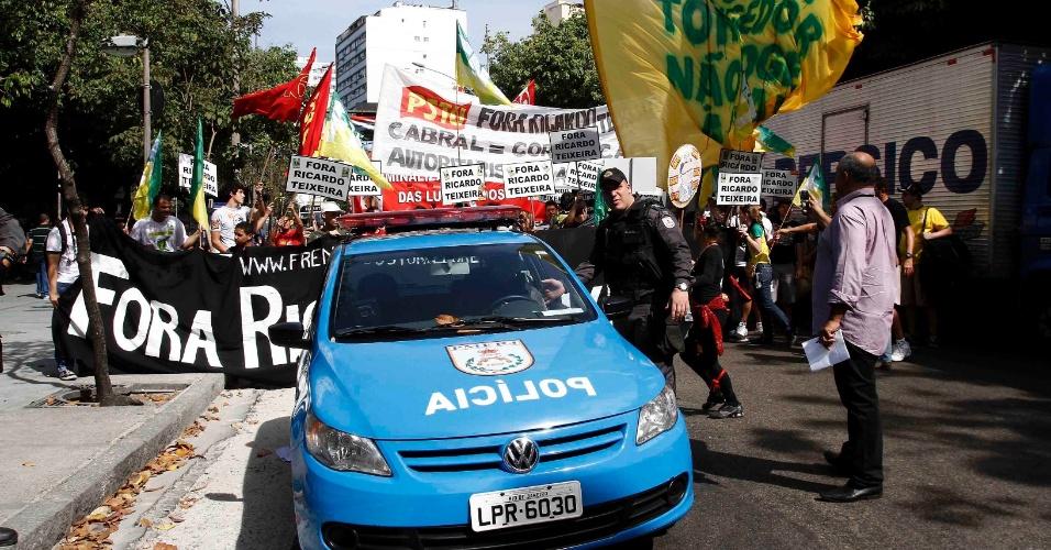 Polícia acompanha manifestação de protesto contra Ricardo Teixeira no Rio de Janeiro (30/07/2011)