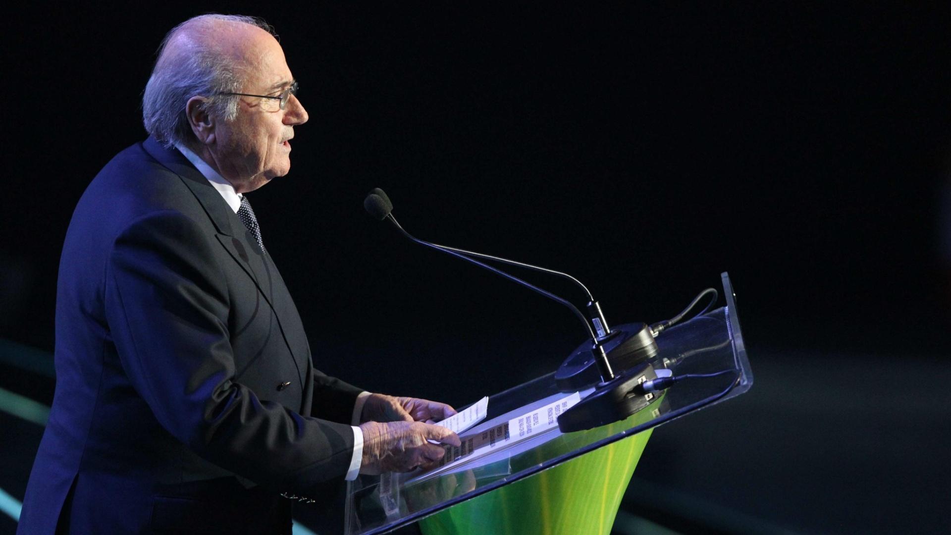 Presidente da Fifa Joseph Blatter discursa durante o sorteio das eliminatórias da Copa