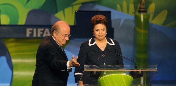 Joseph Blatter recebe Dilma Rousseff no sorteio das eliminatórias da Copa; Globo também participou