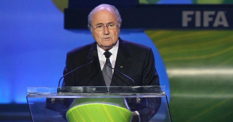 Presidente da Fifa Sepp Blatter fala na abertura da cerimônia do sorteio das eliminatórias da Copa
