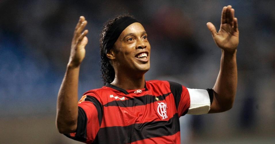 Ronaldinho brilhou mais uma vez com a camisa do Flamengo; vítima deste sábado foi o Grêmio, que perdeu por 2 a 0