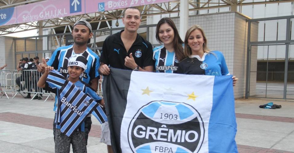 Torcedores do Grêmio marcam presença no Engenhão, onde a equipe gaúcha encara o Flamengo